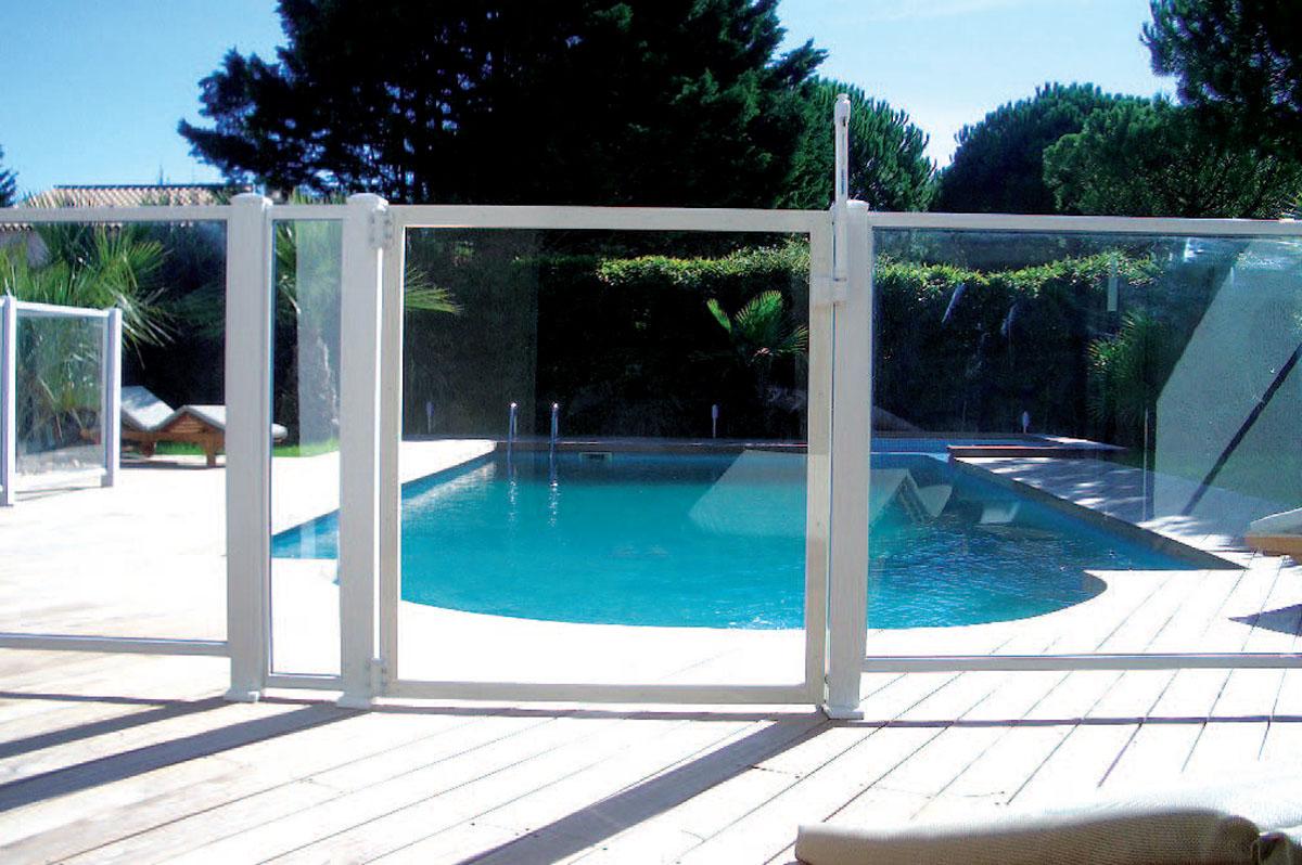 une paroi vitr e pour votre barri re de piscine r novation et d coration. Black Bedroom Furniture Sets. Home Design Ideas