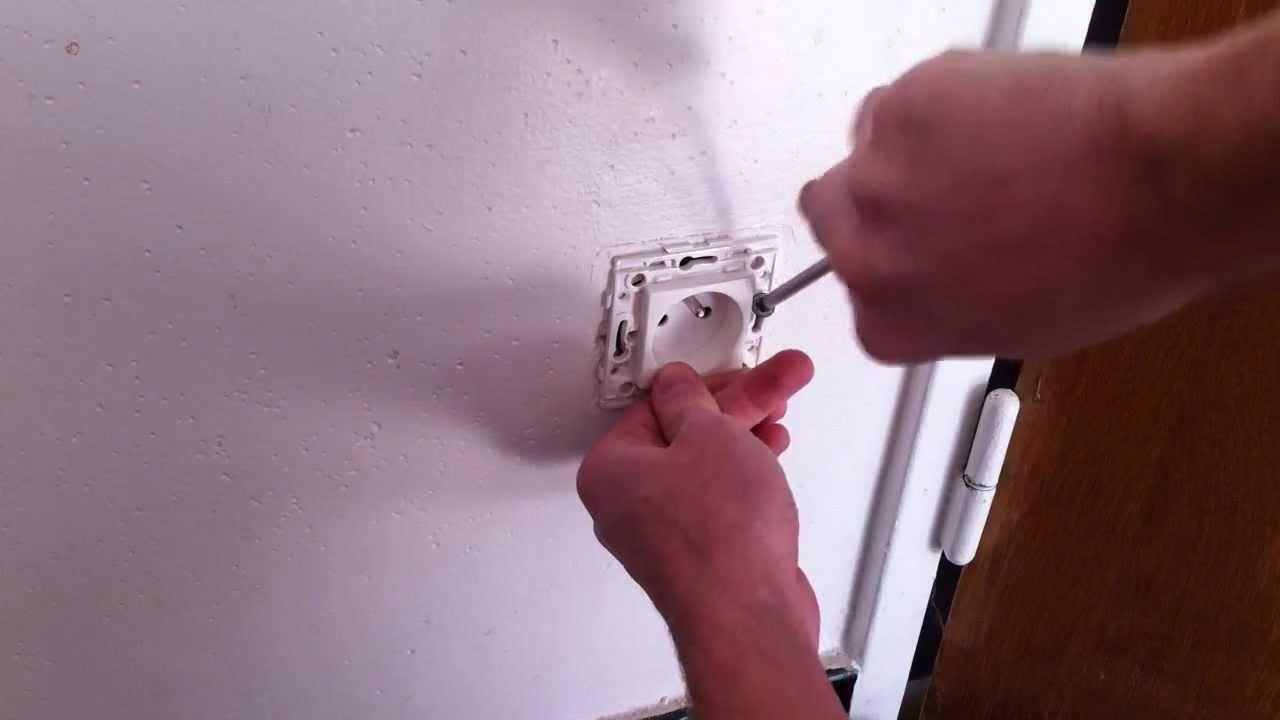 Boite Cache Prise Electrique comment remplacer une prise électrique endommagée