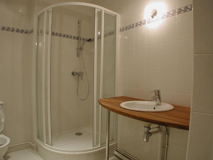 Douche ou baignoire faites le bon choix renovation et for Salle de bain douche italienne et baignoire