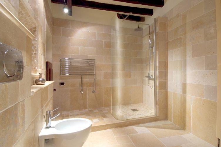 les avantages du marbre et de la pierre dans une salle de bain r novation et d coration. Black Bedroom Furniture Sets. Home Design Ideas