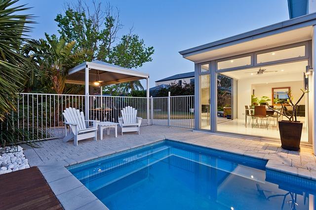 piscine exterieure d'une villa