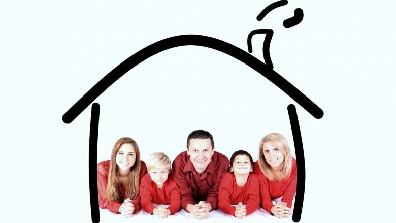 famille en sécurité à la maison