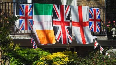 plusieurs drapeaux