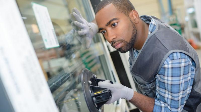 Problème de vitrerie : quel est l'avantage de faire appel à un vitrier professionnel?