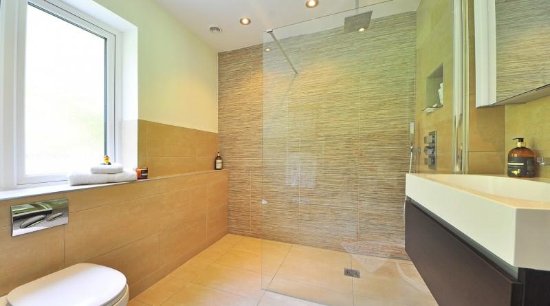 Aménager une salle de bain travertin moderne, les meilleurs conseils